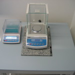 Balances and weighing table